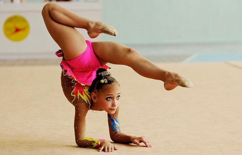 Шикарное тело гимнастки фото 704-354